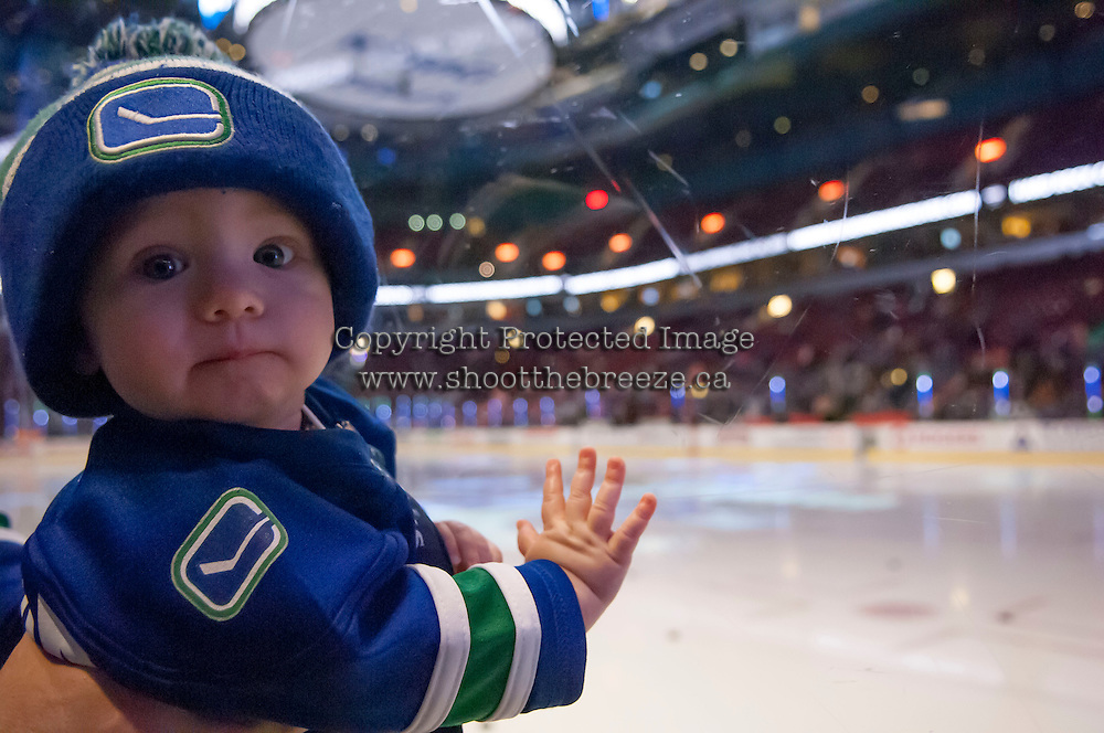 VANCOUVER, CANADA - DECEMBER 30:A young fan on December 30, 2013 at Rogers Arena in Vancouver, British Columbia, Canada.   (Photo by Marissa Baecker/Getty Images)  *** Local Caption ***