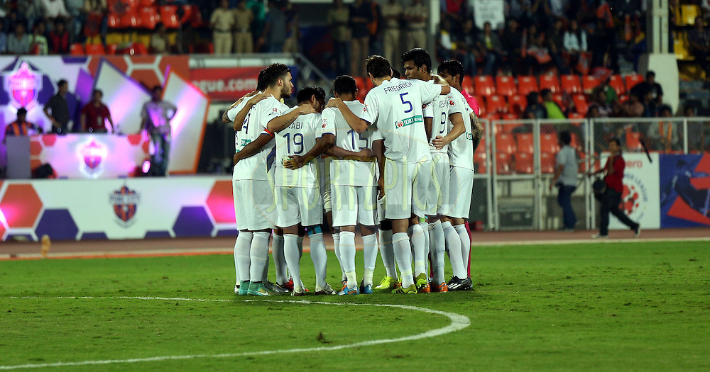 Mumbai City FC huddle during match 48 of the Hero Indian Super League between FC Pune City and Mumbai City FC held at the Shree Shiv Chhatrapati Sports Complex Stadium, Pune, India on the 3rd December 2014.<br /> <br /> Photo by:  Sandeep Shetty/ ISL/ SPORTZPICS