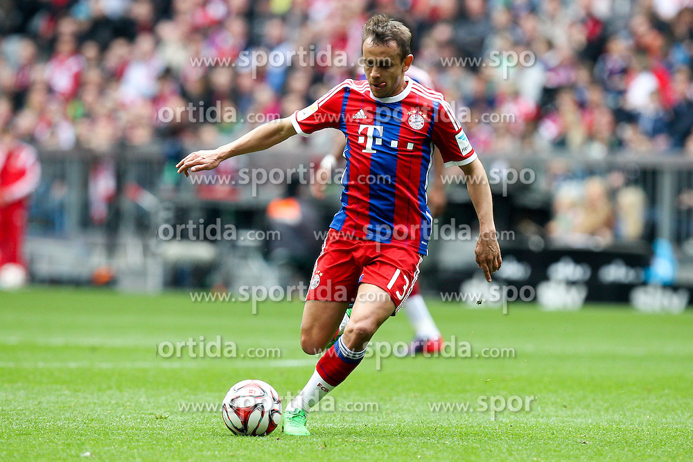 11.04.2015, Allianz Arena, Muenchen, GER, 1. FBL, FC Bayern Muenchen vs Eintracht Frankfurt, 28. Runde, im Bild am Ball Rafinha #13 (FC Bayern Muenchen) // during the German Bundesliga 28th round match between FC Bayern Munich and Eintracht Frankfurt at the Allianz Arena in Muenchen, Germany on 2015/04/11. EXPA Pictures &copy; 2015, PhotoCredit: EXPA/ Eibner-Pressefoto/ Kolbert<br /> <br /> *****ATTENTION - OUT of GER*****
