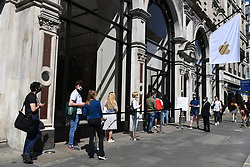 © Licensed to London News Pictures. 15/06/2020. London, UK. Customers enter the Apple Store in Regent St as it reopens following a relaxation of Covid-19 rules. Non-essential shops can reopen today following strict government regulations. London, Britain, Jun 15, 2020. (Photo by Ray Tang/Xinhua). Photo credit: Ray Tang/LNP