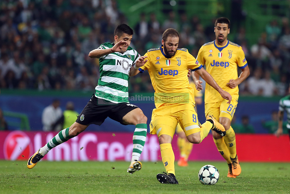 October 31, 2017 - Lisbon, Portugal - Juventus' Argentine forward Gonzalo Higuain (R ) vies with Sporting's midfielder Rodrigo Battaglia from Argentina during the UEFA Champions League football match Sporting CP vs Juventus at the Alvalade stadium in Lisbon, Portugal on October 31, 2017. (Credit Image: © Pedro Fiuza/NurPhoto via ZUMA Press)