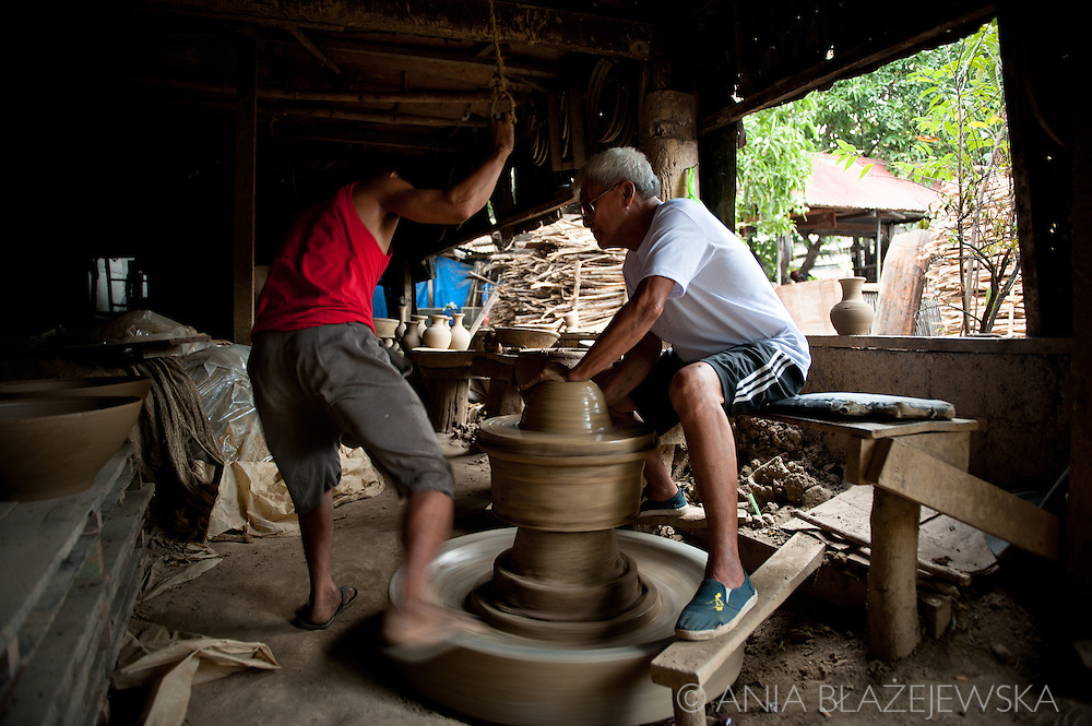 Traditional pottery workshop in Vigan.<br />