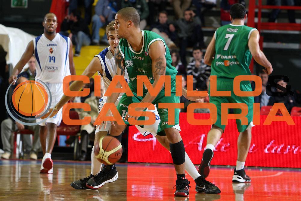 DESCRIZIONE : Napoli Lega A 2009-10 Martos Napoli Benetton Treviso<br /> GIOCATORE : Daniel Hackett<br /> SQUADRA : Benetton Treviso<br /> EVENTO : Campionato Lega A 2009-2010 <br /> GARA : Martos Napoli Benetton Treviso<br /> DATA : 28/11/2009<br /> CATEGORIA : palleggio<br /> SPORT : Pallacanestro <br /> AUTORE : Agenzia Ciamillo-Castoria/E.Castoria<br /> Galleria : Lega Basket A 2009-2010 <br /> Fotonotizia : Napoli Campionato Italiano Lega A 2009-2010 Martos Napoli Benetton Treviso<br /> Predefinita :