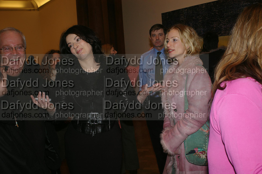 Nigella Lawson and Kate Douglas. the Triumph of Painting. Part 1. The Saatchi Gallery. 25 January 2005. ONE TIME USE ONLY - DO NOT ARCHIVE  © Copyright Photograph by Dafydd Jones 66 Stockwell Park Rd. London SW9 0DA Tel 020 7733 0108 www.dafjones.com