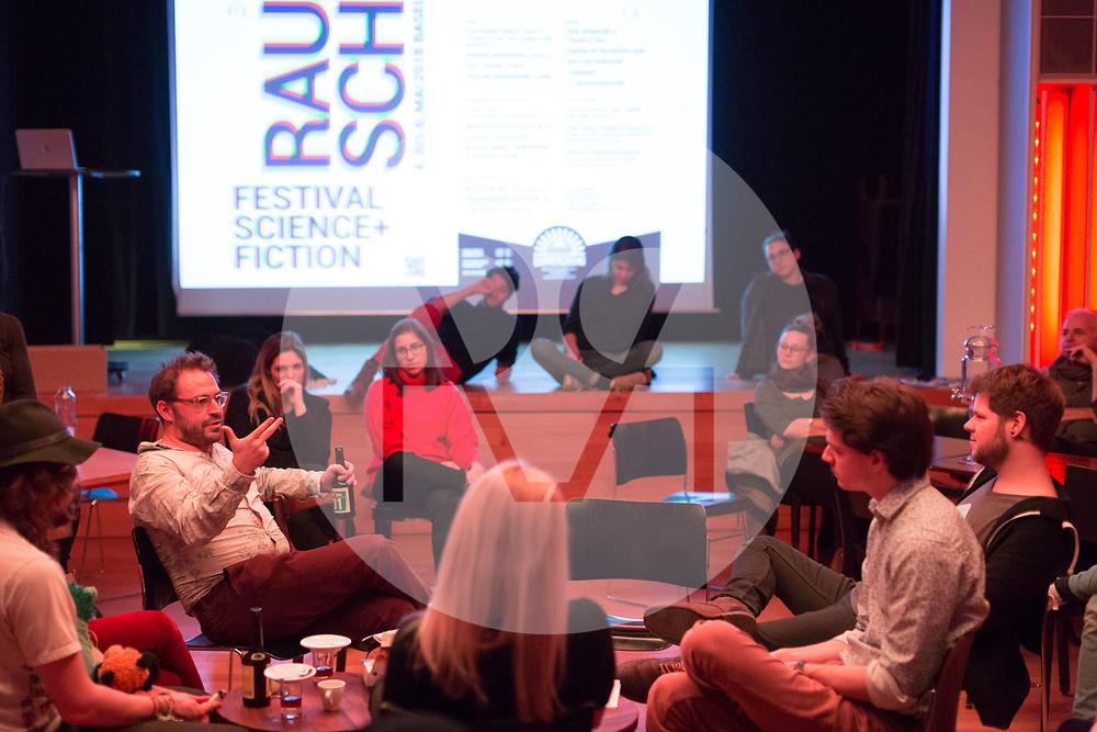 SCHWEIZ - ZÜRICH - Matthias Wittmann (L), Universität Basel; David Bucheli (2.v.L), s+f; Koni Wäch (R), Eve&Rave Schweiz; am science+fiction bei Karl: Rauschlabor - Drinks und Debatten, im Karl der Grosse - 22. März 2018 © Raphael Hünerfauth - http://huenerfauth.ch