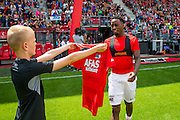 ALKMAAR - 26-06-2016, eerste training AZ, AFAS Stadion, AZ speler Ridgeciano Haps krijgt het nieuwe shirt.