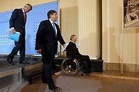 04 MAY 2010, BERLIN/GERMANY:<br /> Wolfgang Kirsch (L), Vorstandsvorsitzender DZ Bank AG, Josef Ackermann (M), Vorstandsvorsitzender Deutsche Bank AG, Wolfgang Schaeuble (R), CDU, Bundesfinanzminister, nach der  Pressekonferenz nach einem Gespraech von Vertretern deutscher Bankinstitute mit Schaeuble zu Stuetzung Griechenlands in der Finanzkrise<br /> IMAGE: 20100504-01-049<br /> KEYWORDS: Wolfgang Schäuble, Staatsbankrott