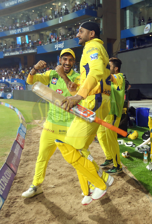 Chennai Super Kings team celebrates after winning the match one of the Vivo Indian Premier League 2018 (IPL 2018) between the Mumbai Indians and the Chennai Super Kings held at the Wankhede Stadium in Mumbai on the 7th April 2018.<br /> <br /> Photo by Sandeep Shetty / IPL / SPORTZPICS