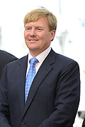 Koning Willem-Alexander opent 30e HISWA te water en het HISWA Nautisch Centrum in de nieuwe jachthaven Amsterdam Marina aan het IJ.HISWA te water richt zich op de watersporter in de meest brede zin van het woord. Zo kunnen bezoekers onder andere nieuwe zeiljachten, motorjachten, en sportboten bekijken.<br /> <br /> King Willem-Alexander opens 30th HISWA Amsterdam in-water and the Nautical Centre in the new marina at the Amsterdam Marina IJ.HISWA to water focuses on water sports in the broadest sense of the word. Visitors can include new sailing yachts, motor yachts and sport boats view.<br /> <br /> Op de foto:  Koning Willem Alexander verrichtte de openingshandeling door aan de bel te luiden.  // King Willem Alexander performed the opening act