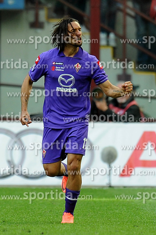 07.04.2012, Stadion Giuseppe Meazza, Mailand, ITA, Serie A, AC Mailand vs AC Florenz, 31. Spieltag, im Bild Esultanza dopo il gol di AMAURI (Fiorentina) goal celebration // during the football match of Italian 'Serie A' league, 31th round, between AC Mailand and AC Florenz at Stadium Giuseppe Meazza, Milan, Italy on 2012/04/07. EXPA Pictures © 2012, PhotoCredit: EXPA/ Insidefoto/ Alessandro Sabattini..***** ATTENTION - for AUT, SLO, CRO, SRB, SUI and SWE only *****