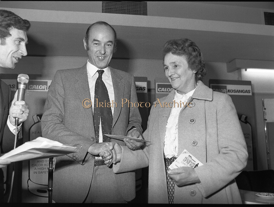 "Calor Kosangas Housewife of the Year - Dublin Regional Final.26/10/1982  26.10.1982..""Calor Kosangas Housewife Of The Year 1982"". Dublin Regional Final..The final was held in the Gresham Hotel,O'Connell St,Dublin. The winner was Mrs.,Deirdre Ryan,Derrypatrick,Drumree,Co Meath..Mr Morgan O'Sullivan (left) and Mr John Duignan,Managing Director, C&F Ltd. present Mrs.,Larkin,5 Camden Row,Dublin with her award"