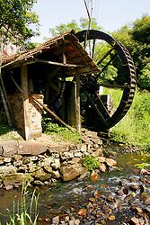 Antigo Moinho Colonial com Roda D'Água movido pela força de uma pequena quantidade de água. Serviu para moer trigo, milho e outros cereais. Normalmente a moajem era feita por mos de pedra. FOTO: Jefferson Bernardes/Preview.com