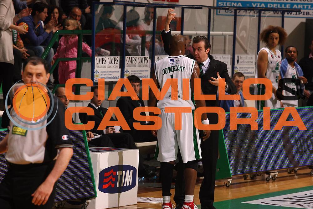 DESCRIZIONE : Siena Lega A 2008-09 Montepaschi Siena Air Avellino<br /> GIOCATORE : Simone Pianigiani Henry Domercant<br /> SQUADRA : Montepaschi Siena<br /> EVENTO : Campionato Lega A 2008-2009<br /> GARA : Montepaschi Siena Air Avellino<br /> DATA : 22/04/2009<br /> CATEGORIA : Coach<br /> SPORT : Pallacanestro<br /> AUTORE : Agenzia Ciamillo-Castoria/G.Ciamillo