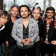 NLD/Amsterdam/20100415 - Uitreiking 3FM Awards 2010, Kane met Dinand Woesthoff