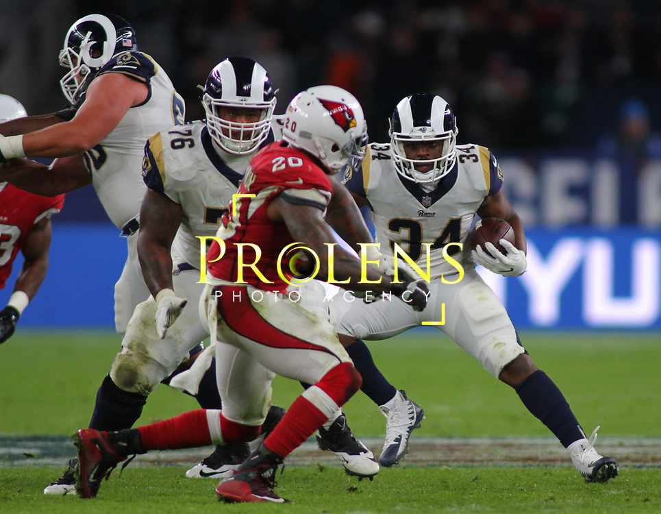 LONDON, ENGLAND - OCTOBER 22: Los Angeles Rams running back Malcolm Brown (34) runs with the ball during the NFL match between the Arizona Cardinals and the Los Angeles Rams at Twickenham Stadium on October 22, 2017 in London, United Kingdom. (Photo by Mitchell Gunn/ESPA-Images)