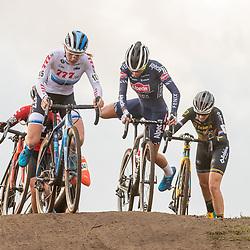 12-01-2020: Wielrennen: NK Veldrijden: Rucphen<br />Yara Kasteleijn, Ceylin Alvarado, Lucinda Brand