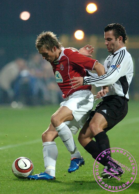 n/z.: Damian Gorawski (nr7-Wisla), Radoslaw Wroblewski (nr21-Legia) podczas meczu ligowego Wisla Krakow (czerwone) - Legia Warszawa (biale) 2:0 , I liga polska , 10 kolejka sezon 2004/2005 , pilka nozna , Polska , Krakow , 29-10-2004 , fot.: Adam Nurkiewicz / mediasport..Damian Gorawski (nr7-Wisla), Radoslaw Wroblewski (nr21-Legia) fight for the ball during Polish league first division soccer match in Cracow. October 29, 2004 ; Wisla Krakow (red) - Legia Warszawa (white) 2:0 ; first division , 10 round season 2004/2005 , football , Poland , Cracow ( Photo by Adam Nurkiewicz / mediasport )
