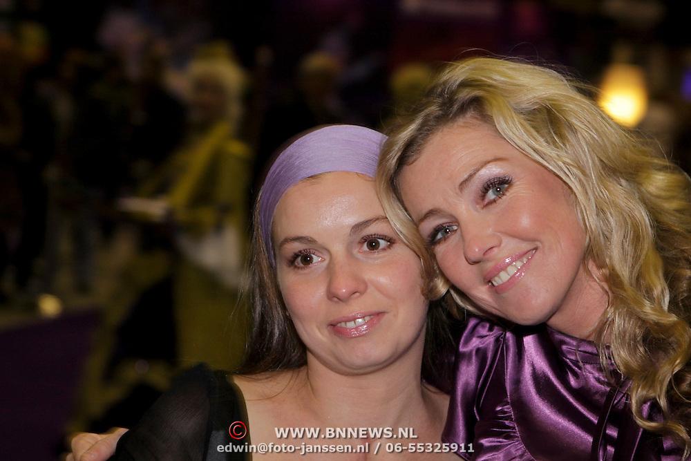 NLD/Rotterdam/20081016 - Premiere Mystery show Holiday on Ice, Brigitte Nijman en zus Anouk