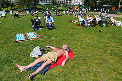 © Licensed to London News Pictures. 09/06/2016. London, UK. People sunbath and enjoy sunshine in Green Park, London on Thursday, 9 June 2016. Photo credit: Tolga Akmen/LNP
