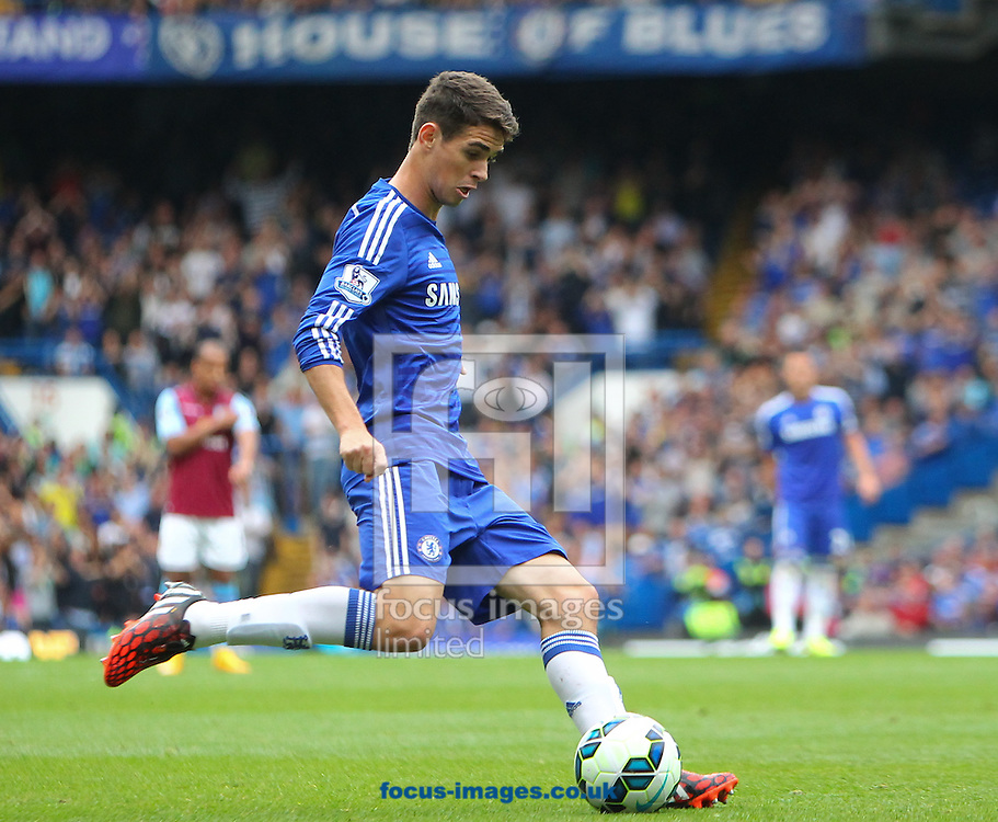 Oscar of Chelsea during the Barclays Premier League match at Stamford Bridge, London<br /> Picture by John Rainford/Focus Images Ltd +44 7506 538356<br /> 27/09/2014
