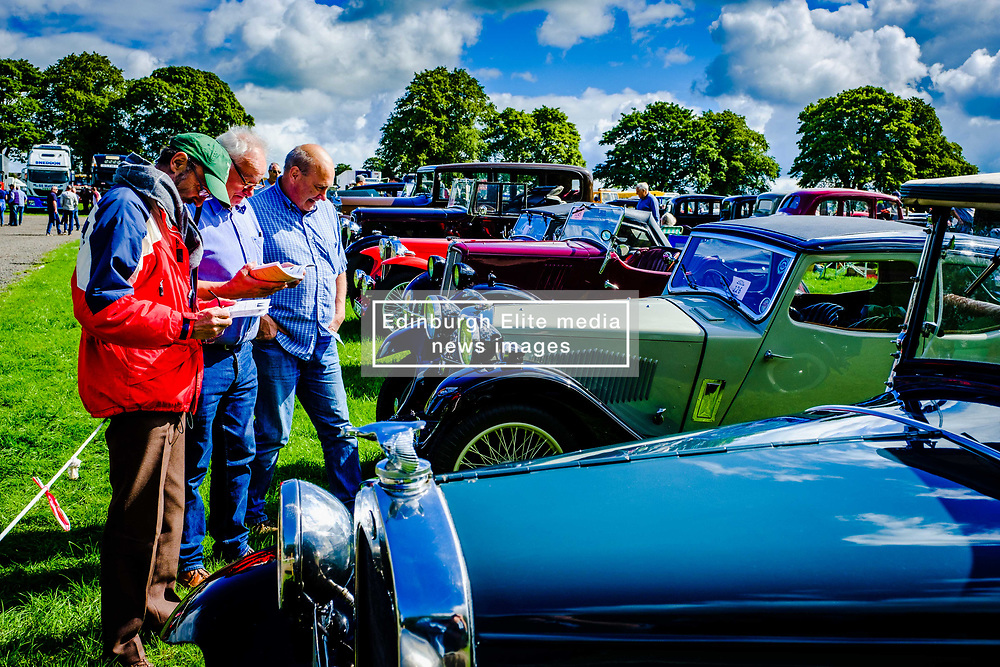 The 44th Biggar Vintage Vehicle Rally held in Biggar on 13th August 2017.  People admiring the vehicles.<br /> <br /> (c) Andrew Wilson   Edinburgh Elite media