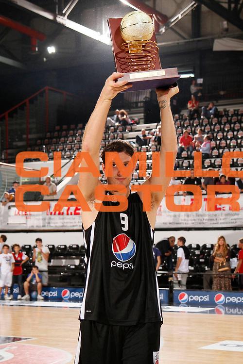 DESCRIZIONE : Caserta Lega A 2011-2012 Torneo IRTET Finale 3 e 4 posto Virtus Roma Pepsi Caserta<br /> GIOCATORE : Alex Righetti<br /> SQUADRA : Pepsi Caserta<br /> EVENTO : Campionato Lega A 2011-2012<br /> GARA : Virtus Roma Pepsi Caserta<br /> DATA : 02/10/2011<br /> CATEGORIA : premiazione esultanza<br /> SPORT : Pallacanestro<br /> AUTORE : Agenzia Ciamillo-Castoria/A.De Lise<br /> Galleria : Lega Basket A 2011-2012<br /> Fotonotizia : Caserta Lega A 2011-2012 Torneo IRTET Finale 3 e 4 posto Virtus Roma Pepsi Caserta<br /> Predefinita :