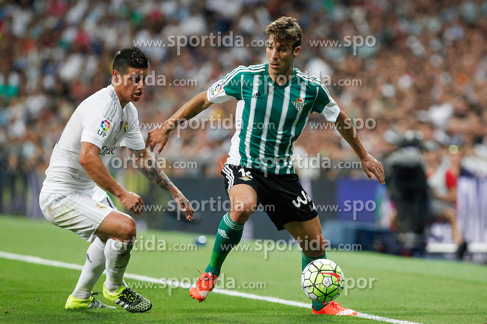 29.08.2015, Estadio Santiago Bernabeu, Madrid, ESP, Primera Division, Real Madrid vs Real Betis, 2. Runde, im Bild Real Madrid&acute;s James Rodriguez (L) and Real Betis&acute;s Alvaro Cejudo // during the Spanish Primera Division 2nd round match between Real Madrid and Real Betis at the Estadio Santiago Bernabeu in Madrid, Spain on 2015/08/29. EXPA Pictures &copy; 2015, PhotoCredit: EXPA/ Alterphotos/ Victor Blanco<br /> <br /> *****ATTENTION - OUT of ESP, SUI*****