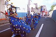 Karibik Trinidad Dragon Stelzenschule Keylemanjahro School of Arts and Culture Suedamerika Stelzen Karneval in Trinidad Carnival soziales Projekt HF; (Farbtechnik sRGB 55.6 MByte vorhanden) English Moko Jumbies Caribbean West Indies Trinidad Dragon stilt walking school Keylemanjahro School of Arts and Culture South America carnival in Trinidad social project  image from the book MOKO JUMBIES The Dancing Spirits of Trinidad by laif photographer Stefan Falke page 129a Geography / Travel S?damerika Karibik Trinidad Tobago