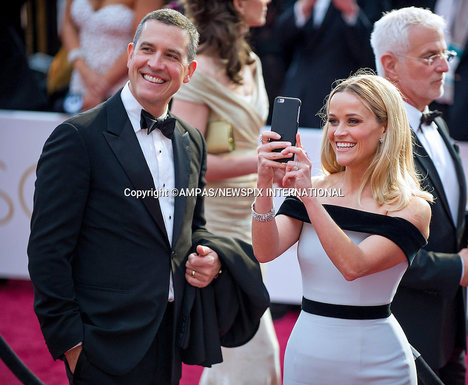 22.02.2015; Hollywood, California: 87TH OSCARS - REESE WITHERSPOON &quot;SELFIE&quot;<br /> Celebrity arrivals at the Annual Academy Awards, Dolby Theatre, Hollywood.<br /> Mandatory Photo Credit: NEWSPIX INTERNATIONAL<br /> <br />               **ALL FEES PAYABLE TO: &quot;NEWSPIX INTERNATIONAL&quot;**<br /> <br /> PHOTO CREDIT MANDATORY!!: NEWSPIX INTERNATIONAL(Failure to credit will incur a surcharge of 100% of reproduction fees)<br /> <br /> IMMEDIATE CONFIRMATION OF USAGE REQUIRED:<br /> Newspix International, 31 Chinnery Hill, Bishop's Stortford, ENGLAND CM23 3PS<br /> Tel:+441279 324672  ; Fax: +441279656877<br /> Mobile:  0777568 1153<br /> e-mail: info@newspixinternational.co.uk