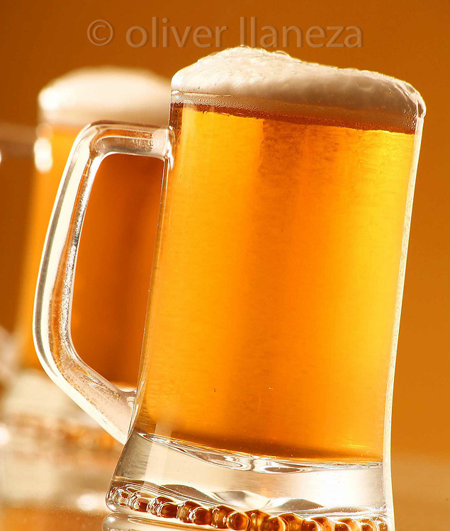 FOT&Oacute;GRAFO: Oliver Llaneza ///<br /> <br /> Cerveza para POP de Santa Isabel