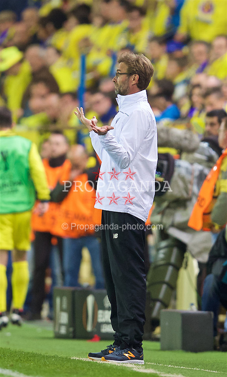 VILLRREAL, SPAIN - Thursday, April 28, 2016: Liverpool's manager Jürgen Klopp during the UEFA Europa League Semi-Final 1st Leg match against Villarreal CF at Estadio El Madrigal. (Pic by David Rawcliffe/Propaganda)