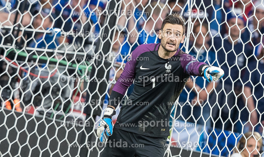 19.06.2016, Stade Pierre Mauroy, Lille, FRA, UEFA Euro, Frankreich, Schweiz vs Frankreich, Gruppe A, im Bild Hugo Lloris (FRA) // Hugo Lloris (FRA) during Group A match between Switzerland and France of the UEFA EURO 2016 France at the Stade Pierre Mauroy in Lille, France on 2016/06/19. EXPA Pictures © 2016, PhotoCredit: EXPA/ JFK