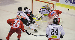 18.12.2015, Stadthalle, Klagenfurt, AUT, EBEL, EC KAC vs Dornbirner Eishockey Club, 32. Runde, im Bild Jamie Lundmark (EC KAC, #74), Nick Crawford (Dornbirner Eishockey Club, #4), Chris D'Alvise (Dornbirner Eishockey Club, #15), Florian Hardy (Dornbirner Eishockey Club, #49), Jean-François Jacques (EC KAC, #39), Michael Caruso (Dornbirner Eishockey Club, #24) // during the Erste Bank Eishockey League 32nd round match match betweeen EC KAC and Dornbirner Eishockey Club at the City Hall in Klagenfurt, Austria on 2015/12/18. EXPA Pictures © 2015, PhotoCredit: EXPA/ Gert Steinthaler