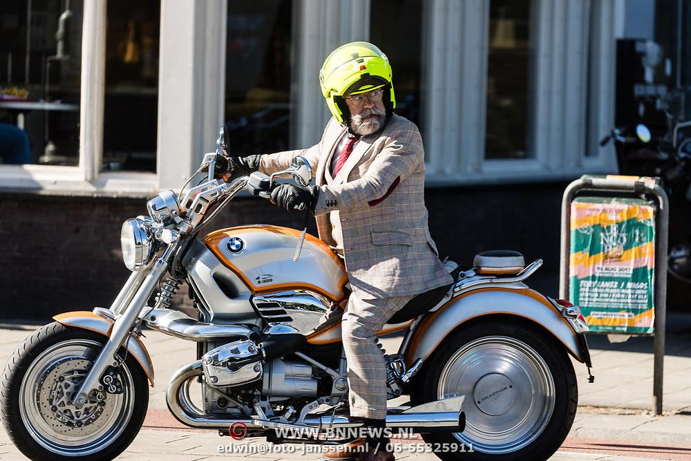 NLD/Amsterdam/20170508- Oscar Hammerstein op zijn motor volledig in pak
