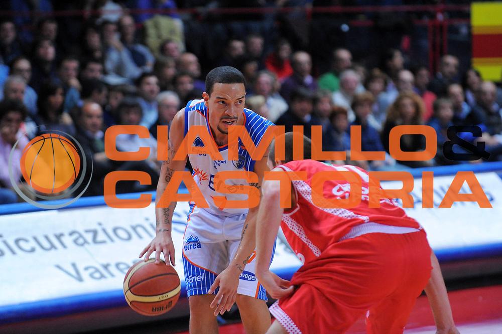 DESCRIZIONE : Varese Lega A 2010-11 Cimberio Varese Enel Brindisi<br /> GIOCATORE : Anthony Roberson<br /> SQUADRA : Enel Brindisi<br /> EVENTO : Campionato Lega A 2010-2011<br /> GARA : Cimberio Varese Enel Brindisi<br /> DATA : 14/11/2010<br /> CATEGORIA : Palleggio<br /> SPORT : Pallacanestro<br /> AUTORE : Agenzia Ciamillo-Castoria/A.Dealberto<br /> Galleria : Lega Basket A 2010-2011<br /> Fotonotizia : Varese Lega A 2010-11 Cimberio Varese Enel Brindisi<br /> Predefinita :