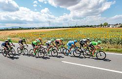 03.07.2017, Wien, AUT, Ö-Tour, Österreich Radrundfahrt 2017, 1. Etappe von Graz nach Wien (193,9 km), im Bild das Hauptfeld, v.r. Kristijan Koren (SLO, Cannondale Drapac Professional Cycling Team), Johann van Zyl (RSA, Team Dimension Data), Delio Fernandez Cruz (ESP, Delko Marseille Provence KTM), William Clarke (AUS, Cannondale Drapac Professional Cycling Team), Ryan Mullen (IRL, Cannondale Drapac Professional Cycling Team) // during the 1st stage from Graz to Vienna (193,9 km) of 2017 Tour of Austria. Wien, Austria on 2017/07/03. EXPA Pictures © 2017, PhotoCredit: EXPA/ JFK