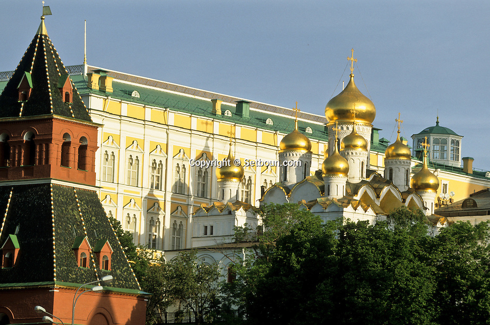 The kremlin, the cathedrals, Moskova river  Moskow  Russia     /// Le Kremlin ,  les cathédrales de l'assomption, de l'annonciation, de l'archange Michel et le clocher d'Ivan le grand,  la Moskova   Moscou  Urss   ///     L0007116  /  R20202  /  P107922