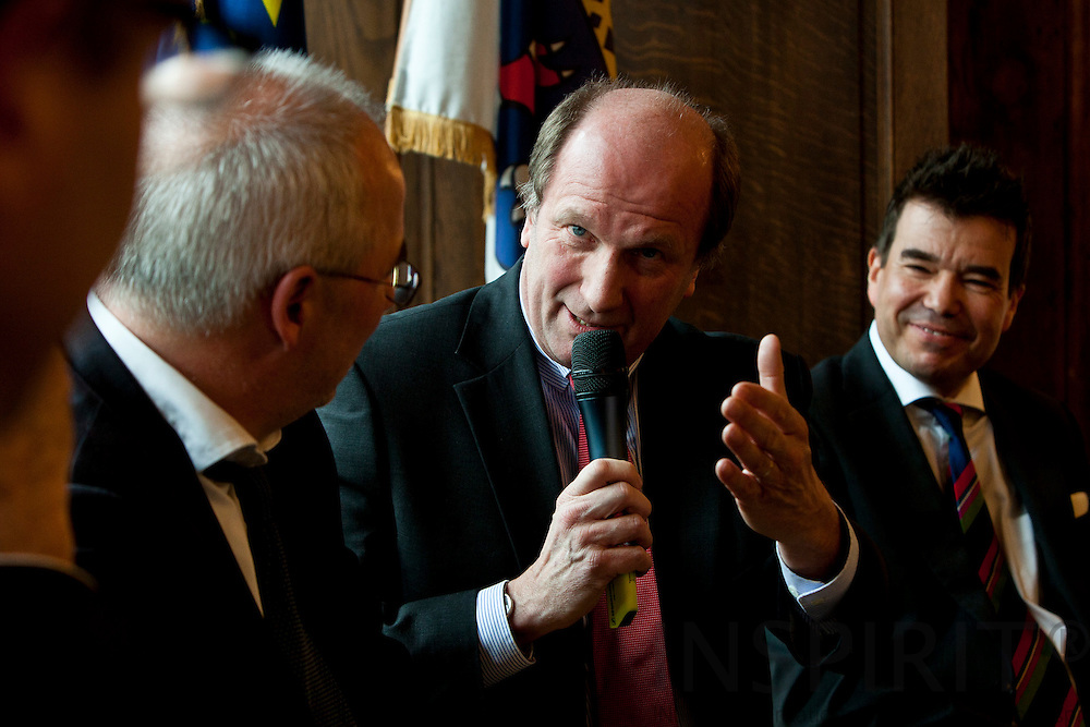"""From left: Dr. Detlef Fechtner, EU Correspondent, Börsen-Zeitung, Andreas von Scharfenberg, Chairman of the Limited Liability Company for Municipal Cooperation (GkK), and Matthias W. Send, General Manager, HEAG Sudhessische Energie AG (HSE), at the debate meeting on """"Using sustainable energy concepts to create new business models"""" on Tuesday, 24 January 2012 at the Representation of the State of Hessen to the European Union. Photo: Erik Luntang/INSPIRIT Photo..""""Neue Geschäftsmodelle durch Umsetzung.zukunftsfähiger Energiekonzepte"""""""