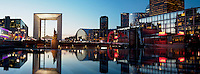 France, Hauts de Seine (92), la Défense, la Grande Arche par l'architecte Otto von Spreckelsen // France, Paris, La Grande Arche de la Defense by architect Otto Von Spreckelsen at night