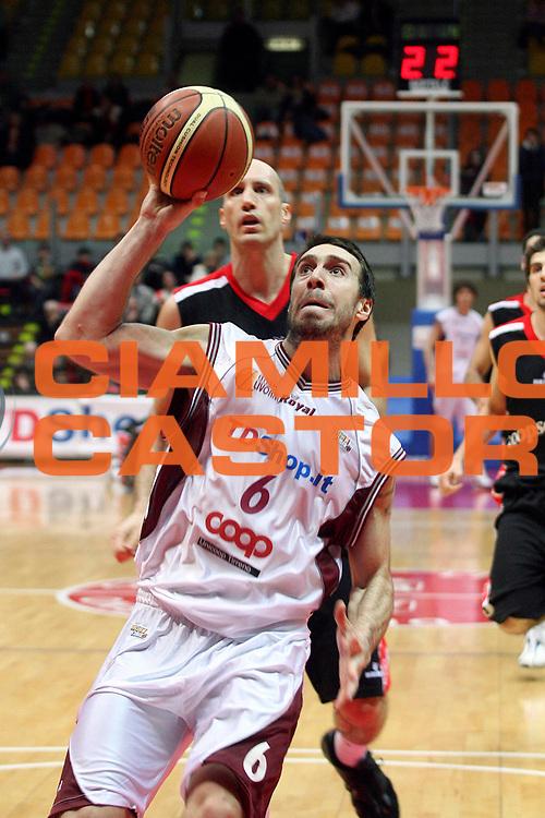 DESCRIZIONE : Livorno Lega A2 2007-08 TDShop.it Livorno Coopsette Rimini<br /> GIOCATORE : Aguiar Mauricio<br /> SQUADRA : TDShop.it Livorno<br /> EVENTO : Campionato Lega A2 2007-2008<br /> GARA : TDShop.it Livorno Coopsette Rimini<br /> DATA : 23/12/2007<br /> CATEGORIA : Penetrazione<br /> SPORT : Pallacanestro<br /> AUTORE : Agenzia Ciamillo-Castoria/Stefano D'Errico