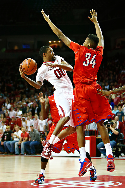FAYETTEVILLE, AR - NOVEMBER 18:  Rashad Madden #00 of the Arkansas Razorbacks tries to go up for a shot over Ben Moore #34 of the SMU Mustangs at Bud Walton Arena on November 18, 2013 in Fayetteville, Arkansas.  (Photo by Wesley Hitt/Getty Images) *** Local Caption *** Rashad Madden; Ben Moore