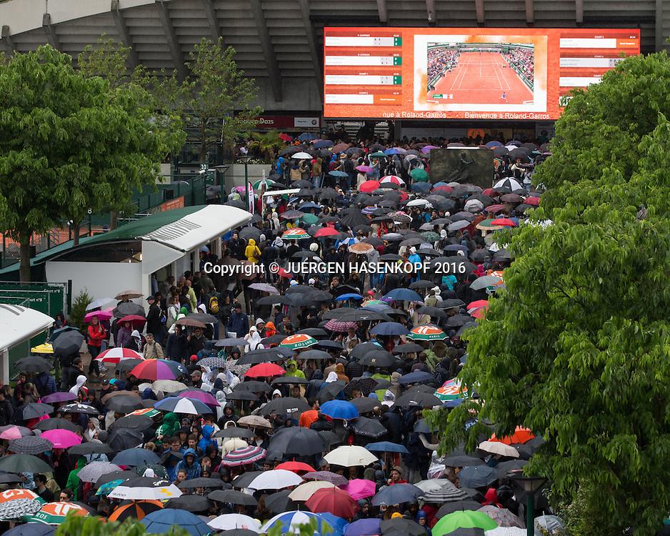 French Open 2016 Feature, Schlechtes Wetter in Roland Garros,Regen,<br /> <br /> Tennis - French Open 2016 - Grand Slam ATP / WTA -  Roland Garros - Paris -  - France  - 22 May 2016.