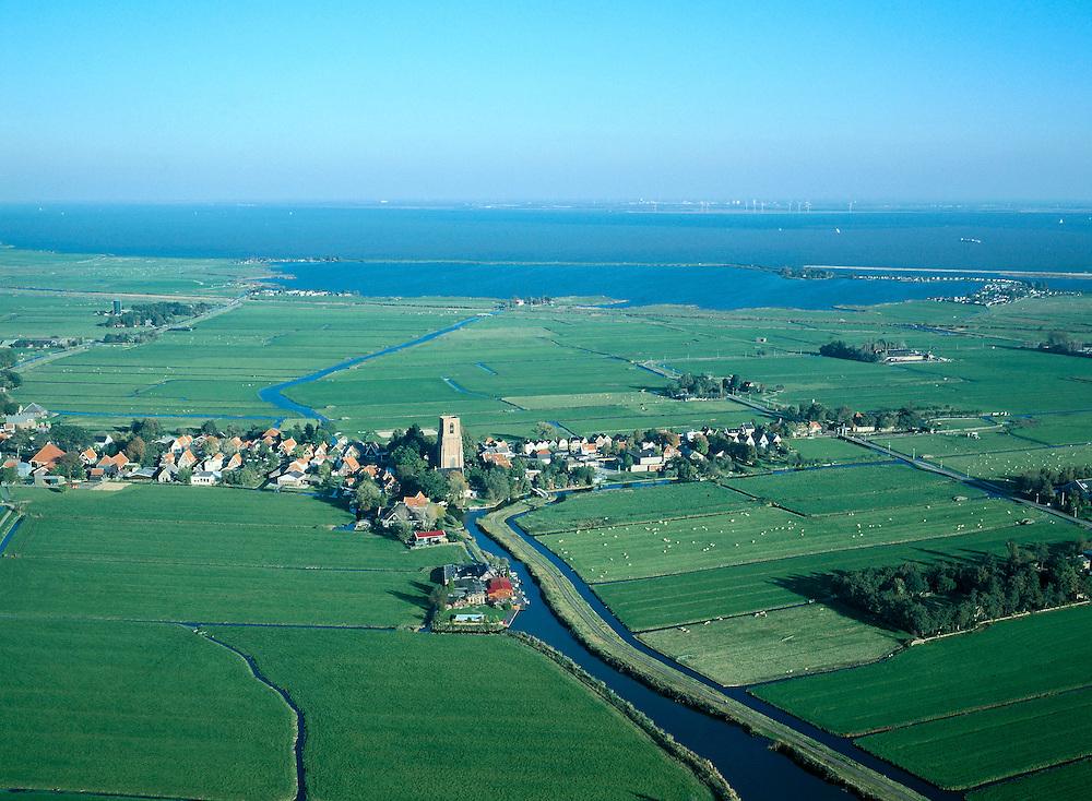 Nederland, Amsterdam, Ransdorp, 17-10-2005; luchtfoto (25% toeslag); de polder Bloemendalerweeren rondom de dorpskern met de stompe toren, regio Waterland; diagonaal in de voorgrond (richting Ransdorp) de Weersloot, achter het dorp mondt het water van Achter Twiske uit in het Kinselmeer, dit recreatie gebied is gescheiden van het Markermeer (onderdeel van het IJsselmeer) door de Uitdammerdijk; aan de horizon de windmolens bij Almere; historische verkaveling in typisch Hollands landschap; landbouw en veeteelt, infrastructuur, waterhuishouding, veenweidegebied, planologie, ruimtelijke ordening, landschap.Foto Siebe Swart