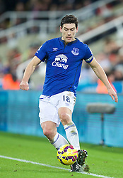 NEWCASTLE-UPON-TYNE, ENGLAND - Sunday, December 28, 2014: Everton's Gareth Barry in action against Newcastle United during the Premier League match at St. James' Park. (Pic by David Rawcliffe/Propaganda)