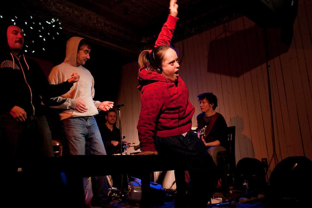 Shift de Nuit, animé par Alexis O'Hara avec les musiciens Bernard Falaise et Michel F Côté à la Casa del Popolo. Joe Jack et John le dimanche 7 février 2010