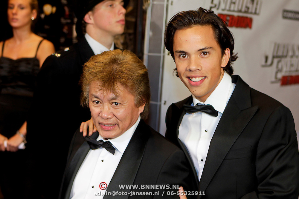 NLD/Amsterdam/20111003 - Premiere Johnny English Reborn, George The en zoon Jordi