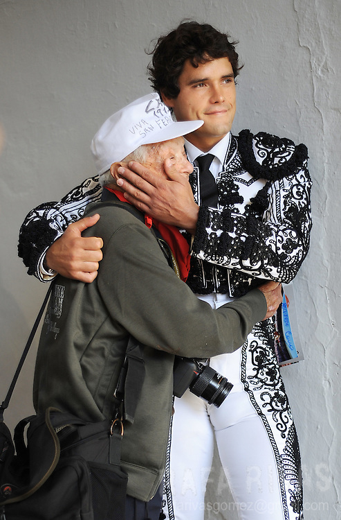 Spanish matador Miguel Abellan (R) hugs well known bullfighting photographer Cano (L) as he awaits prior to fighting two Conde de la Corte fighting bulls during the first corrida of the San Fermin festivities, on July 7, 2008, in Pamplona, northern Spain.