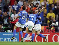 Fotball<br /> Euro 2004<br /> 18.06.2004<br /> Sverige v Italia 1-1<br /> Foto: Omega/SBI/Digitalsport<br /> NORWAY ONLY<br /> <br /> ANTONIO CASSANO ABBRACCIATO DA ALESSANDRO DEL PIERO DOPO IL GOL