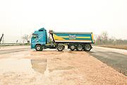 """Verona - Il mezzo di Juska(28) è un Volvo in versione """"bilico"""", con cassone ribaltabile."""