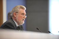 11 MAR 2008, BERLIN/GERMANY:<br /> Dieter Ondracek, Bundesvorsitzender Deutsche Steuer-Gewerkschaft, DSTG, waehrend einer Pressekonferenz zur Steuerflucht nach Lichtenstein, Bundespressekonferenz<br /> IMAGE: 20080311-01-030
